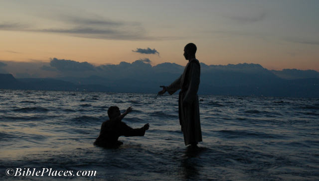 jesus_and_peter_walking_on_water_tb040606201wr-7478363
